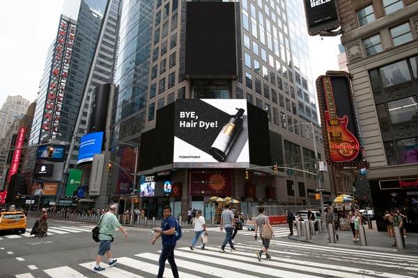 △뉴욕 타임스퀘어 광고판에 걸린 모다모다  프로체인지 샴푸 이미지광고.