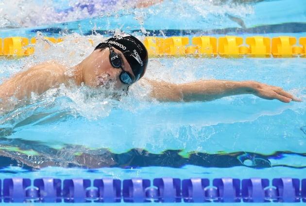황선우, 대한민국 최초 수영 자유형 100m 메달 노린다