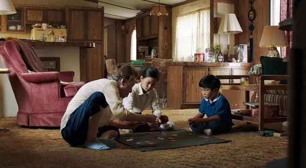 △영화 는 자녀들을 위해 온 힘을 다해 살아가는 가족의 이야기를 섬세하게 그려냈다.