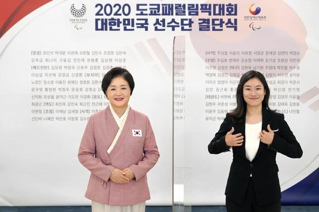 文대통령-김정숙 여사, 나란히 황선우·패럴림픽 선수단 격려