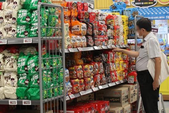 농심 오뚜기 등 라면값 줄인상 예고, 소비자 단체 반발은 어떡하나