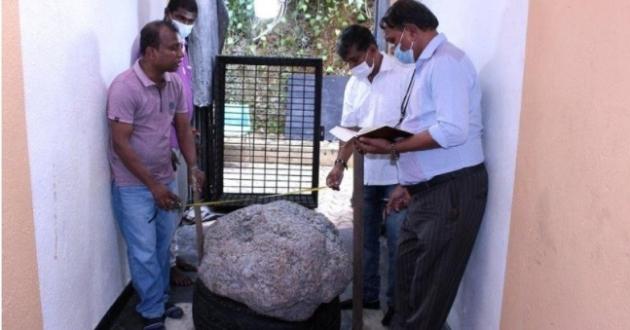 스리랑카 라트나푸라에서 발견된 세계 최대 크기의 사파이어 원석/사진=BBC 캡처
