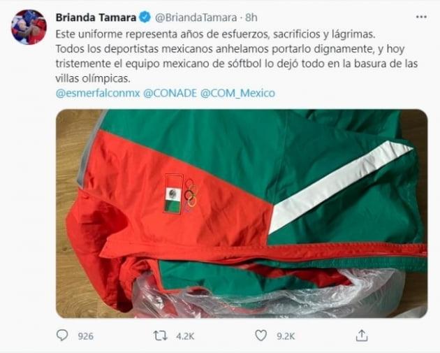 선수촌 쓰레기통에 버려진 멕시코 소프트볼 대표팀 유니폼/사진=멕시코 복싱선수 브리안다 타마라 트위터