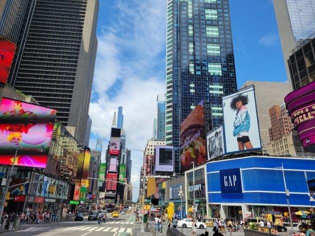 미국의 올해 2분기 성장률이 전 분기 대비 6.5%(연율 기준)를 기록했으나 기대치엔 한참 못 미쳤다. 뉴욕 맨해튼의 최근 거리 모습. 뉴욕=조재길 특파원