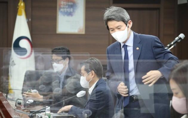 이인영 통일부 장관이 30일 정부서울청사에서 열린 기자간담회에 참석하고 있다./ 연합뉴스