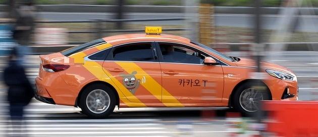 서울역 인근에서 카카오T 택시가 이동하는 모습 [사진=뉴스1]