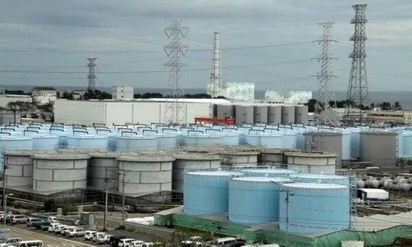 일본 후쿠시마 제1원전 사고로 발생한 방사능 오염수가 보관된 탱크들 / 사진 = AP