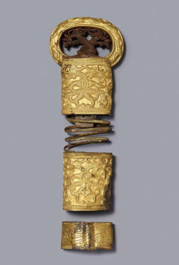 쌍용무늬 둥근 고리 칼 손잡이 장식(보물 제776호)