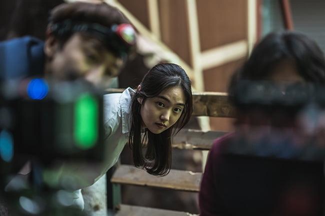 '싱크홀', 배우들의 빛나는 열정과 팀워크 담긴 현장 비하인드 스틸 4종 공개
