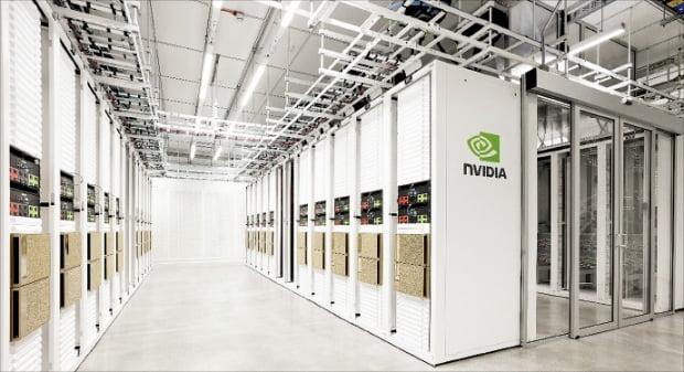 엔비디아는 슈퍼컴퓨터 '캠브리지-1'을 통해 제약사들과 AI 기반 생명과학 연구에 나섰다.