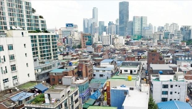 재개발 사업이 속도를 내고 있는 서울 영등포구 영등포뉴타운 일대. 정비 사업이 끝나면 3500여 가구 규모의 주상복합이 들어서게 된다.  /한경DB