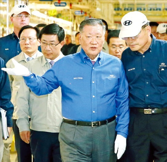 정몽구 현대자동차그룹 명예회장이 세계 자동차산업 최고 권위를 자랑하는 '자동차 명예의 전당'에 한국인 최초로 헌액됐다.  /현대차그룹 제공