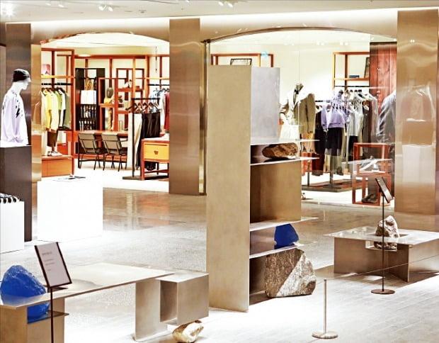 롯데백화점, 2030세대 '남성 명품족' 공략…한 층에 럭셔리 브랜드 총집합