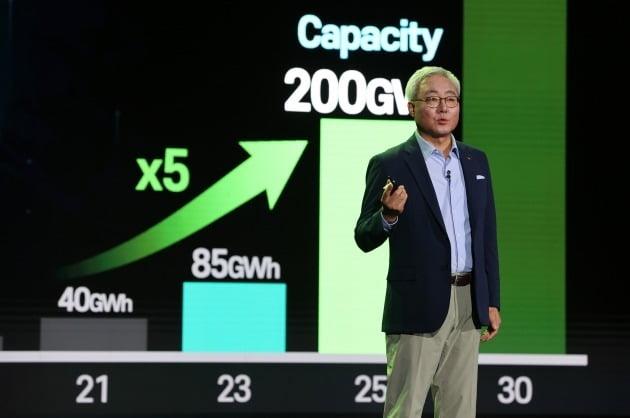 김준 SK이노베이션 총괄사장이 7월 1일 'SK이노베이션 스토리 데이'에서 중장기 핵심 사업 비전과 친환경 전략에 대해 발표하고 있다. /SK이노베이션 제공