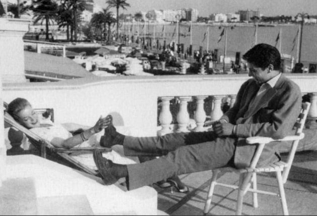 1959년 구찌의 홀스빗 로퍼를 신고 있는 알랭 드롱.