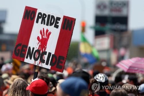 캐나다 우울한 건국기념일…곳곳 '원주민 아동 유해' 애도 시위