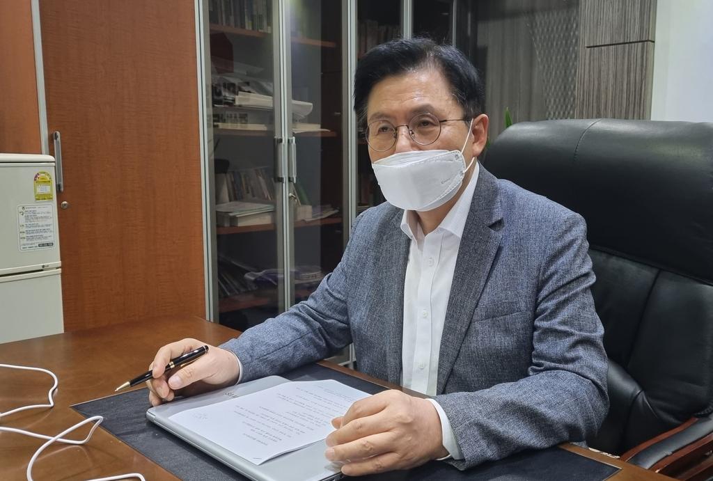 """황교안 """"탈원전 정책 파기해야…원전의 정상화 필요"""""""