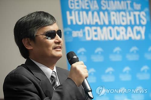 '트럼프 지지연설' 중국 반체제 변호사 천광청 미 시민권 획득