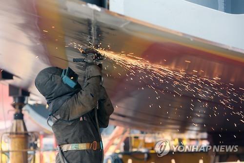 혹독한 '10년 불황' 버텼다…중형조선 구조조정 속속 마무리
