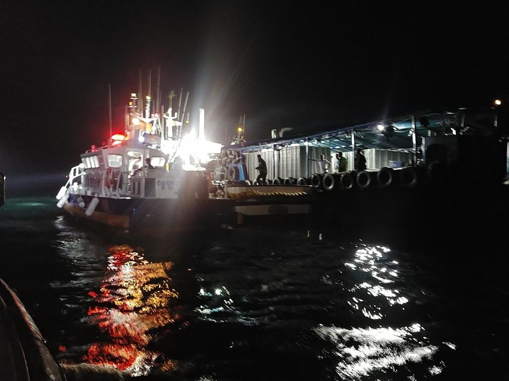 통영 해상서 어선-활어 운반선 충돌…4명 이송
