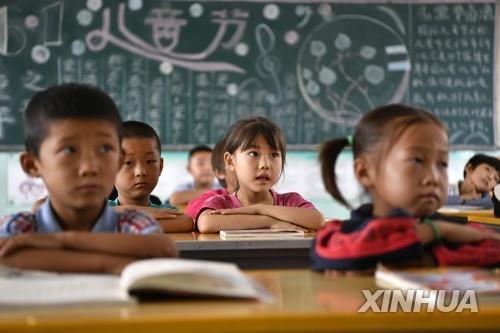 """""""中 사교육 규제 강화""""에 美 상장 중국기업 주가 급락"""