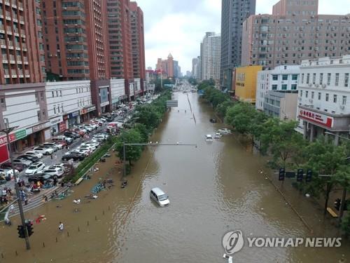 탈출 포기 순간 구조대 도착…생존자가 전한 中지하철 홍수 참사