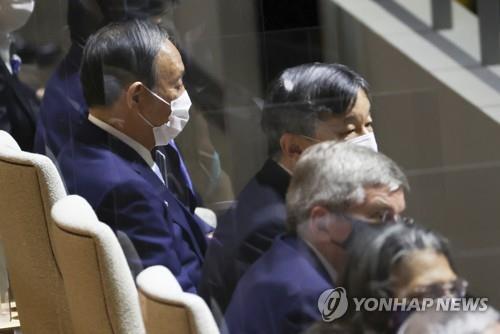 """'지지율 바닥' 日스가 """"걱정 안 하고 할 일 하겠다"""""""
