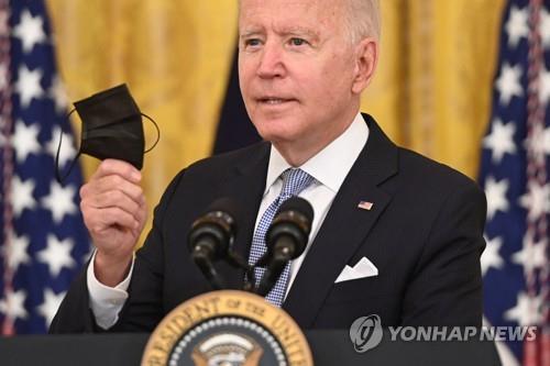 """바이든, 공무원에 백신접종 강력 압박…""""미접종자 매주 검사""""(종합)"""