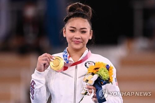 [올림픽] 금메달 딴 미 체조 스타 '이순이'…알고 보니 中 몽족 출신