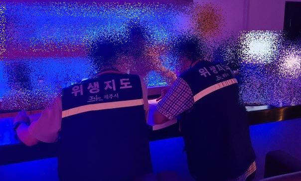 유흥시설 영업 막자 카페서 유흥접객 의심 행위…'풍선효과'