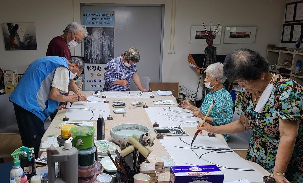 산골마을 주민들에 미술 재능 기부하는 '18년 차 귀농 화백'