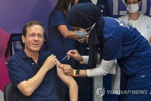 이스라엘, 세계 첫 코로나19 백신 '부스터샷' 접종 개시