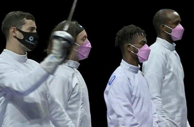 [올림픽] 미국 펜싱 남자 선수들이 '핑크 마스크' 쓴 이유는