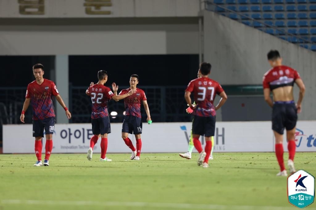 '박동진·서진수 골 맛' K리그2 김천, 부천 2-0 격파…선두 유지