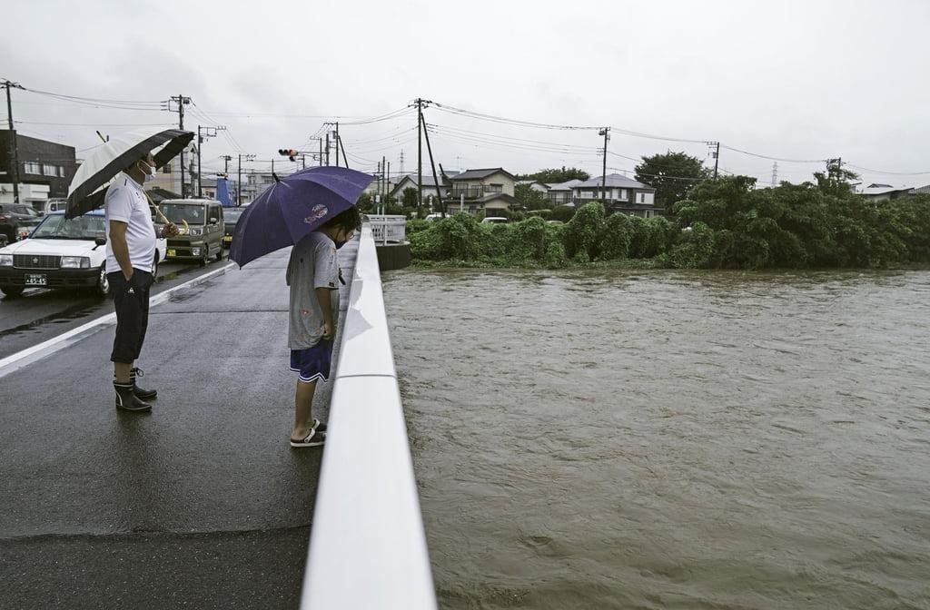 """기록적 폭우에 日시즈오카 산사태…""""20여명 행방불명"""""""