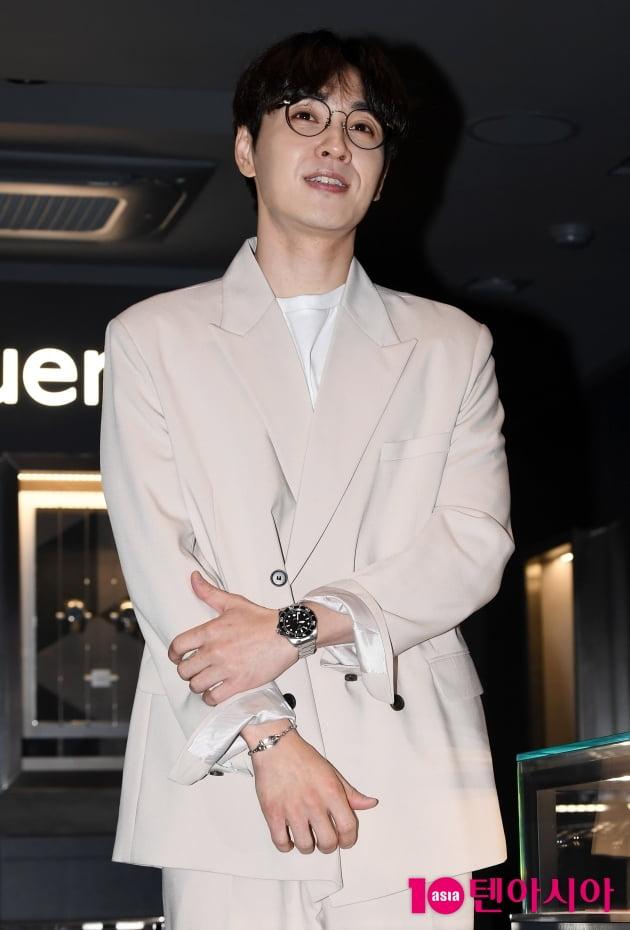 [TEN포토] 이석훈 '아침부터 열일하는 외모'
