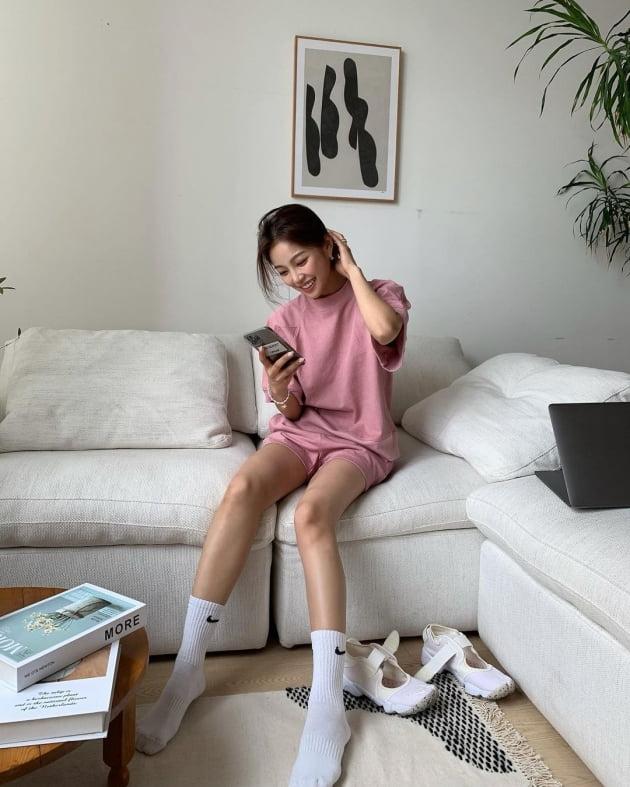 '오창석♥' 이채은, 소파에서 다리를 브이자로…옆구리살 순삭 포즈 [TEN★]