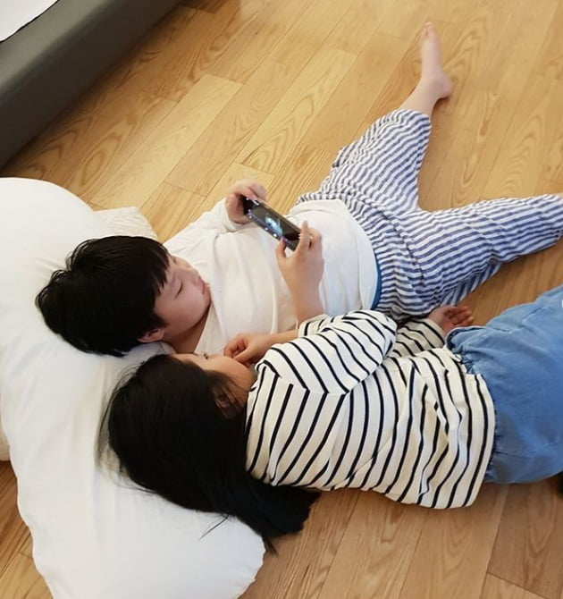 배우 이영애 쌍둥이 아들-딸 /사진 = 리아네이처 공식 인스타그램