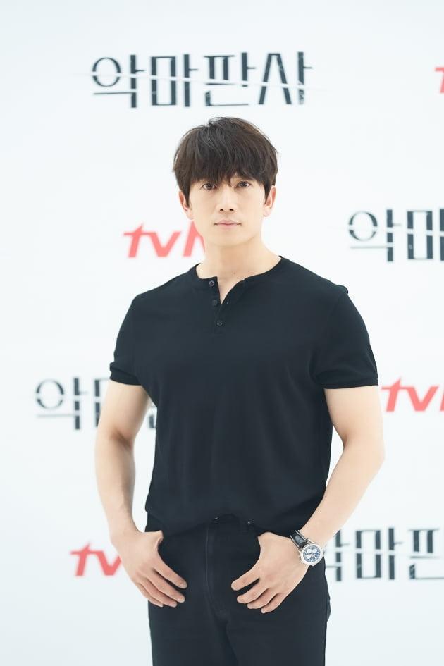 배우 지성이 1일 오후 온라인 생중계된 tvN 새 토일드라마 '악마판사' 제작발표회에 참석했다. /사진제공=tvN