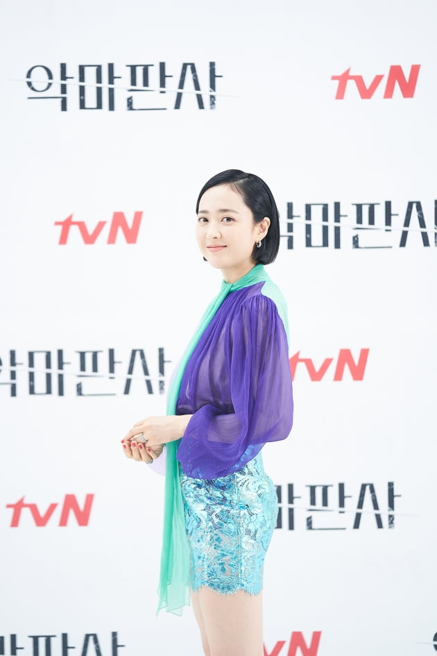 '악마판사'에서 김민정은 강요한의 유일한 최대 숙적인 사회적 책임 재단 상임이사 정선아를 연기한다. /사진제공=tvN
