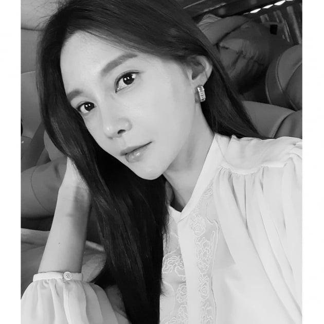 '주상욱♥' 차예련, 흑백 뚫는 미모…자기주장 강한 이목구비 [TEN★]