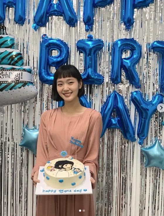 '생일'김고은, 강아치 케이크 허리에 초를 꼽았네[TEN★]