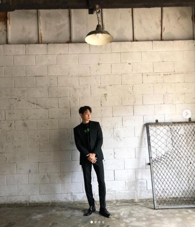 샤이니 민호, 머리부터 발끝까지 사랑스러워...시크 블랙[TEN★]