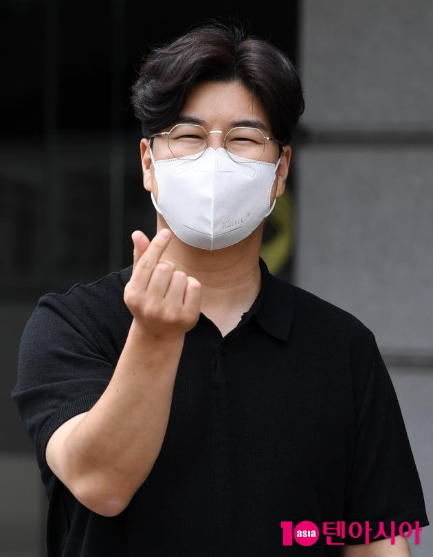 [TEN 포토] 박구윤 '쪼꼬미 하트 대방출'