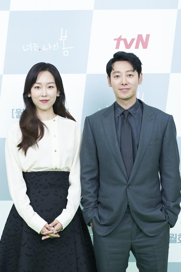 배우 서현진(왼쪽)과 김동욱이 5일 오후 온라인 생중계된 tvN 새 월화드라마 '너는 나의 봄' 제작발표회에 참석했다. /사진제공=tvN