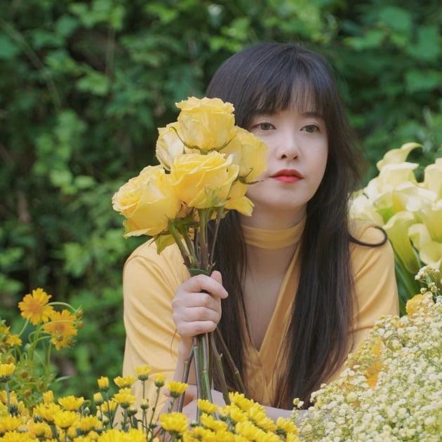 """구혜선, """"날라리"""" 촬영장서 노란 장미 들고 멍한 표정 [TEN★]"""