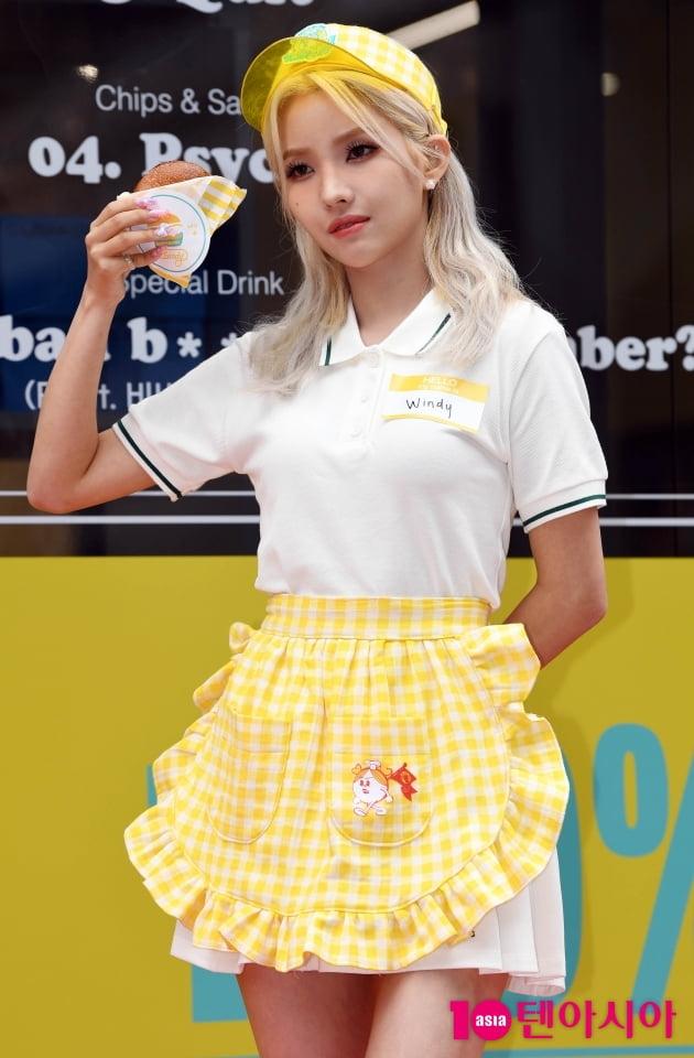 [TEN 포토] (여자)아이들 전소연 '삠삠 햄버거 맛있어요'