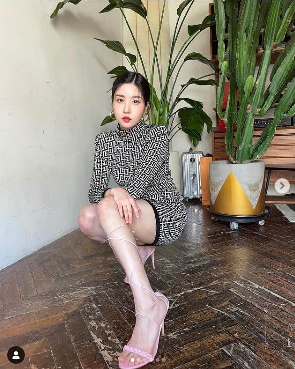 아이즈원 출신 권은비, 시선 싹쓸이한 초미니와 각선미[TEN★]