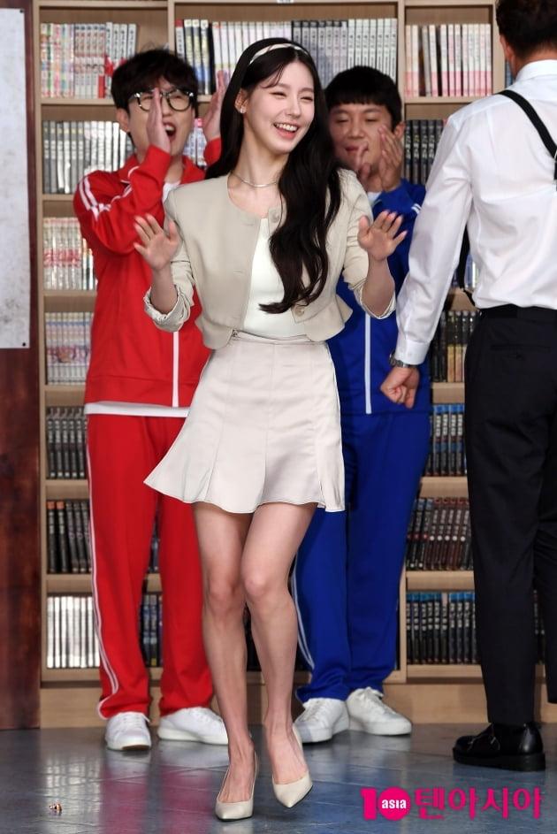 [TEN 포토](여자)아이들 미연 '조세호&남창희 응원박수 받으며...'