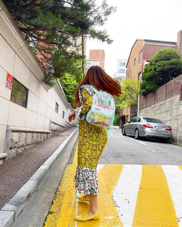 '한재석♥' 박솔미, 과속방지턱과 깔맞춤 패션 [TEN★]